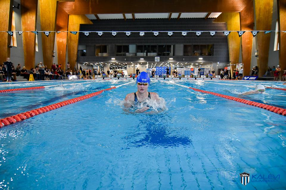 Eesti lühiraja MV esimene kuldmedal Kalevi Ujumiskoolile, finaalidesse pääses 15 ujujat