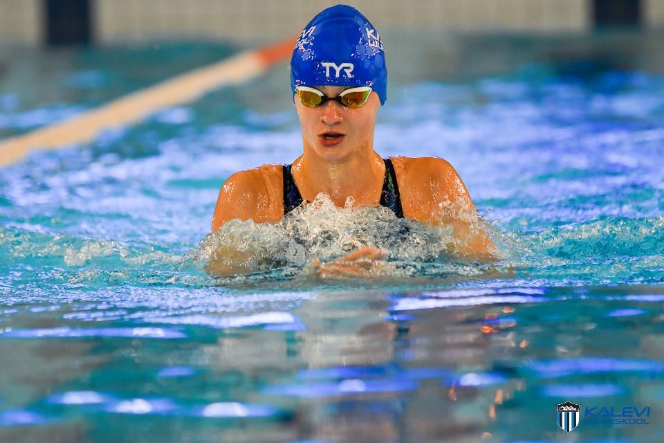 13-aastane Eneli Jefimova ujus kolme päeva jooksul 11 Eesti vanuseklasside rekordit ja täitis EM A-normatiivi